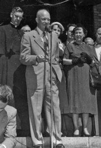 Eisenhower with Mamie resize