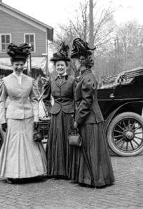 3 ladies car